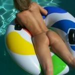ex-copine-nue-piscine (3)